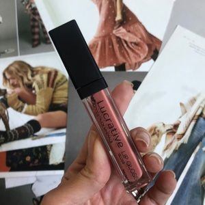 Younique Makeup - Younique lucrative lip gloss in Luxe